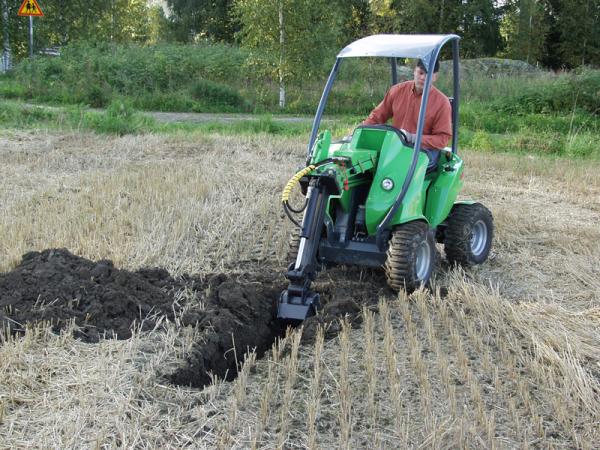 Садовые минитракторы легко справляются с копкой траншей