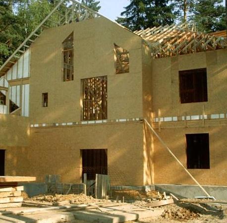 Сборка каркасно-панельного дома
