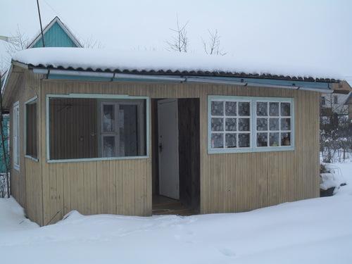 Сборный домик из деревянных щитов, в котором можно жить даже зимой.