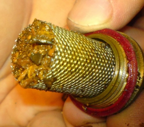 Сетка фильтра собирает опасные для запорной арматуры песок и окалину.