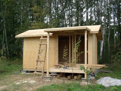 Скромный дачный домик