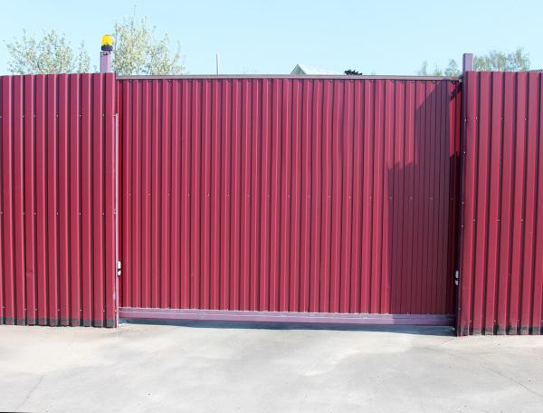 Сравнительно дешевые ворота из профнастила