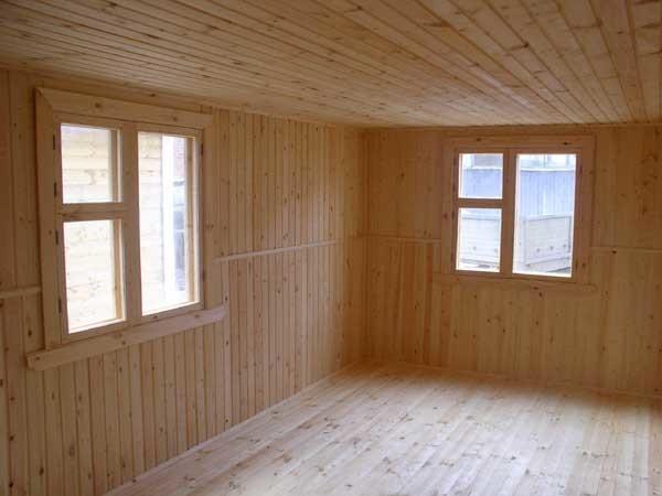 Так выглядит внутри сборный брусовый домик: красиво, аккуратно и уютно.