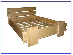 Такая кровать отлично подойдет для дачного окружения