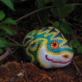Талантливо раскрашенный камень
