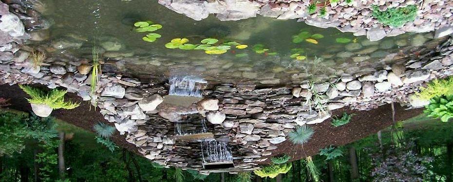 Трудно поверить, но этот пруд с водопадом - всего лишь умелая имитация.