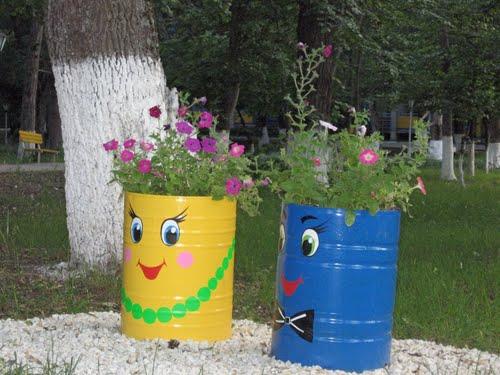 Цветники из бочек