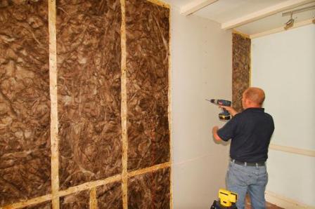 Зашиваем стены гипсокартоном