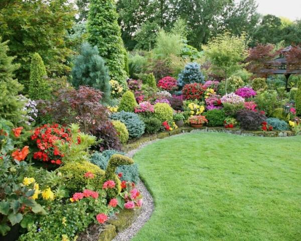 Английский сад сливается с окружающей природой.