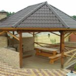 Беседки для дачи с мангалом (36 фото): особенности застекленных конструкций, проекты, фото и видео