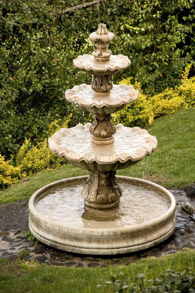 Без нее окрестности фонтана быстро превратятся в болото.