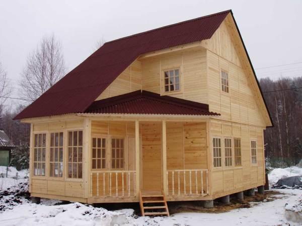 Брусчатый загородный дом