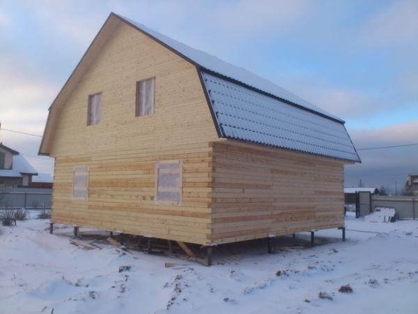 Дачный домик без отделки: ждем, когда просохнет древесина