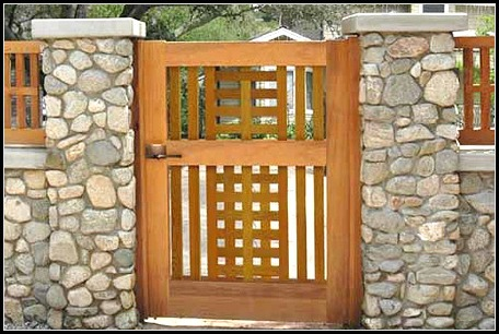 Деревянная дверца
