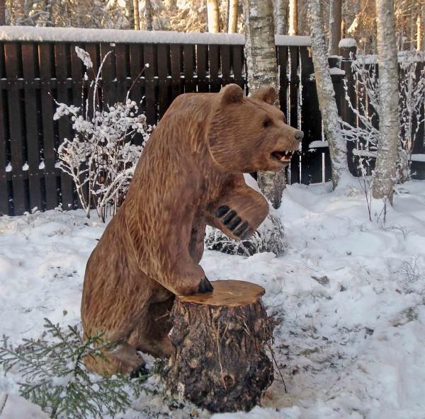 Деревянная фигура медведя