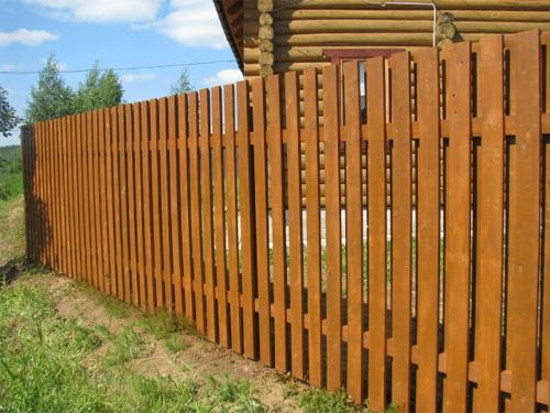 Деревянный забор на страже вашего покоя