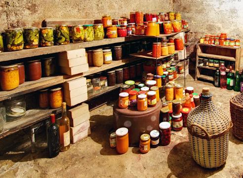 Для хранения продуктов лучше всего подходит подвальное помещение.