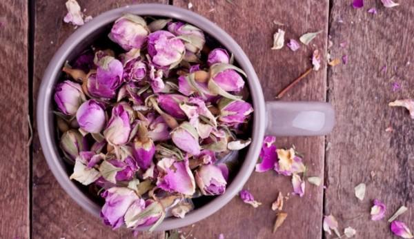 Для приготовления настоя подойдут любые сорта роз (цена – от 90 руб. за 25 грамм)
