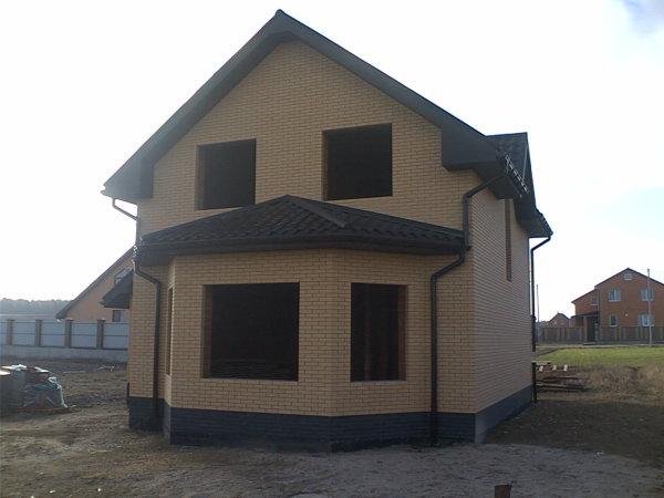 Дом на стадии усадки стен