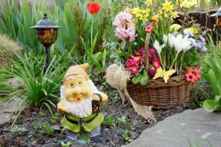 Фигурки в саду