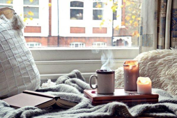 Сидя в таком уютном местечке можно любоваться видом из окна, думать о том, на что обычно не хватало времени или же просто читать книгу.