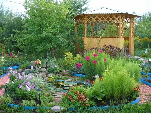 Фото: чистый воздух, приятный аромат цветов и миловидный сад – всё это способствует умиротворению и расслаблению.