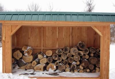 Фото деревянного дровника.