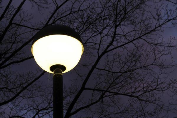 Фото надёжно защищённого от атмосферных осадков источника света