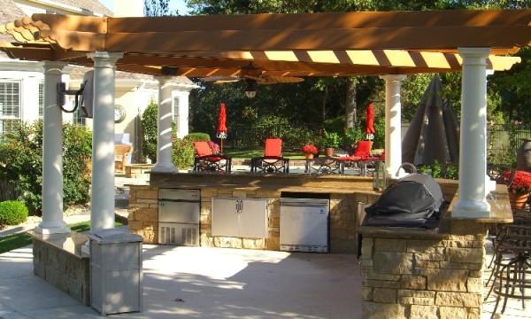 Фото открытой летней кухни