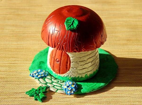 gotovaya-figurka-griba-600x443 Поделки из гипса для сада (36 фото): видео-инструкция как сделать своими руками, особенности игрушек, скульптур, фото