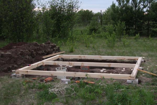 Готовый свайный фундамент с нижней обвязкой