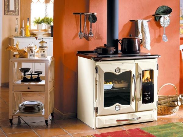 Идеальный вариант для дачной кухни – печь дровяная с варочной поверхностью и духовым шкафом