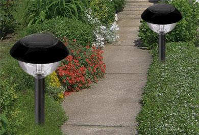 Использование солнечной энергии позволяет освещать участок практически бесплатно