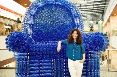 Из обычных пластиковых бутылок можно сделать практически все, что угодно