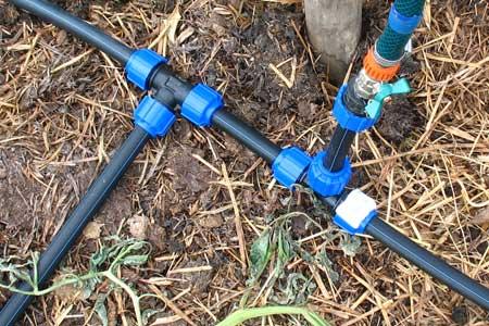 Как организовать полив на даче из пластиковых труб