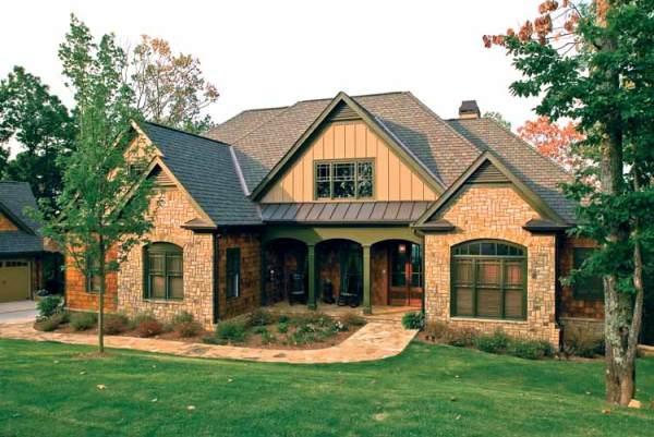 Капитальное строение может иметь различные габариты и создаваться из самых разных материалов