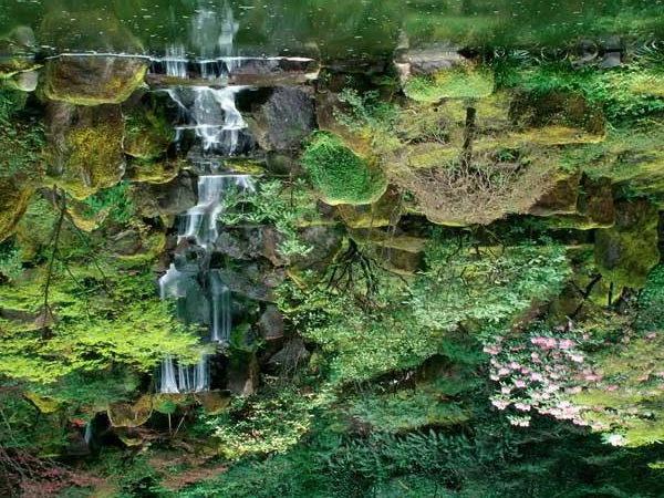 Каскад из небольших водопадов отлично смотрится