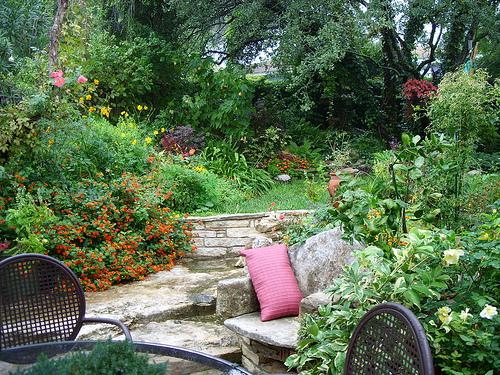 Комфортный отдых в обустроенном саду