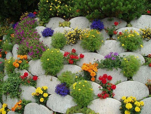 Красивое сочетание камней и цветов