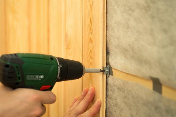 Крепление стеновых панелей кляймерами