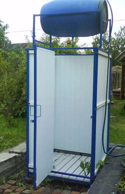 Летний душ для дачи с пластиковой емкостью