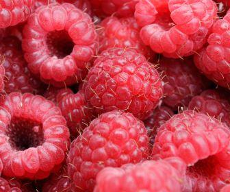 Малина и дача – это удачный тандем: сладкая и полезная ягода