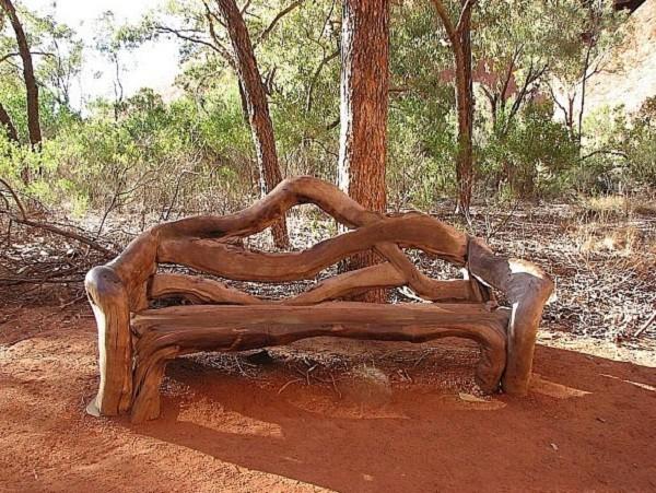 Мебель из дерева для сада своими руками хорошо вписывается в ландшафт