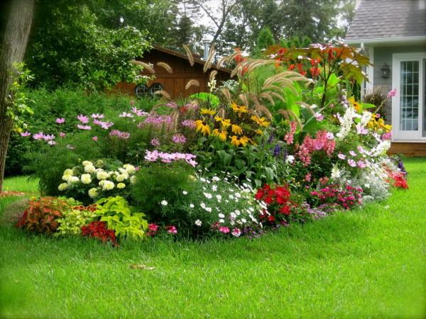 Многоуровневая клумба – великолепное решение для сада