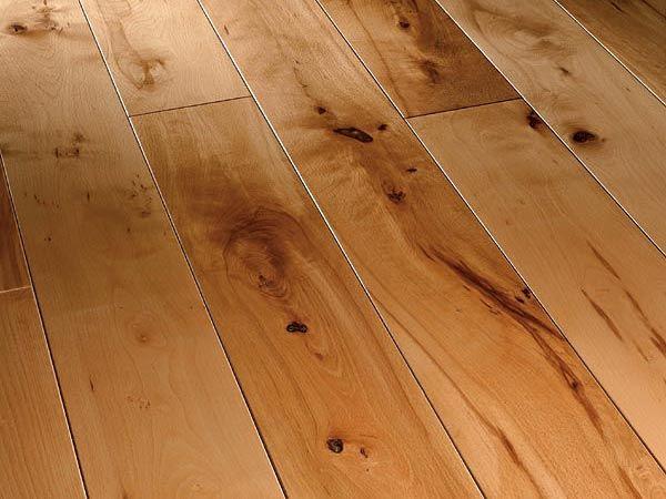 На фото - деревянное напольное покрытие всегда подчеркнет интерьер