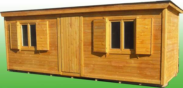На фото - деревянный строительный вагончик