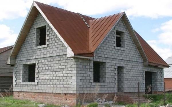 На фото - дом из пенобетонных блоков