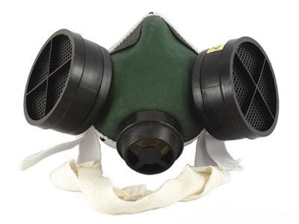 На фото - респиратор для защиты органов дыхания