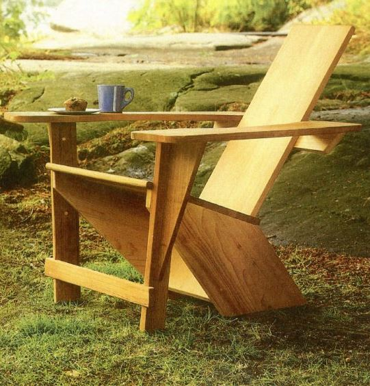На фото – готовое кресло для сада из дерева