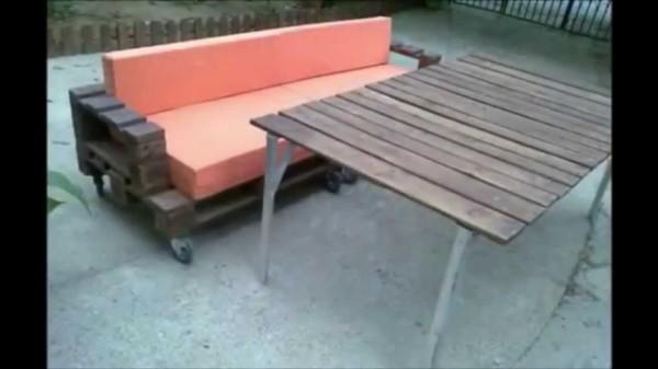 На фото: для наилучшей мобильности можно прикрепить к изделию колесики и выкатывать его на улицу в летнее время